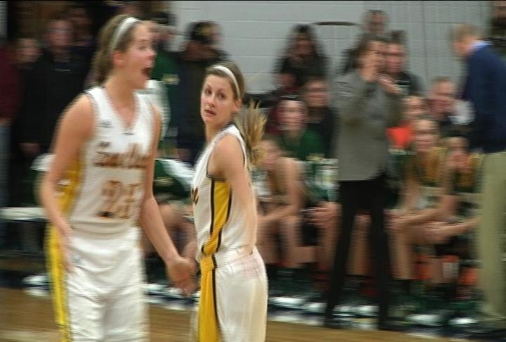 UWEC WBB hangs on to defeat St. Norbert