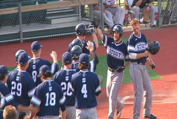 UW-Stout splits their games against UW-La Crosse thanks to an 18 run barrage in the first game