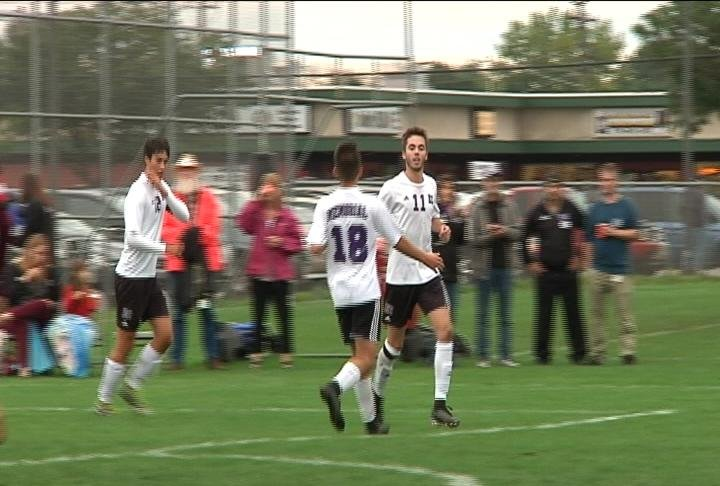 Jack Longville scores 4 goals to lift Memorial past Menomonie