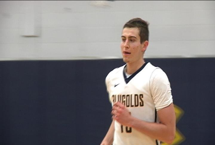 Chris Duff scores a team high 21 points, as the Blugolds improve to 2-2