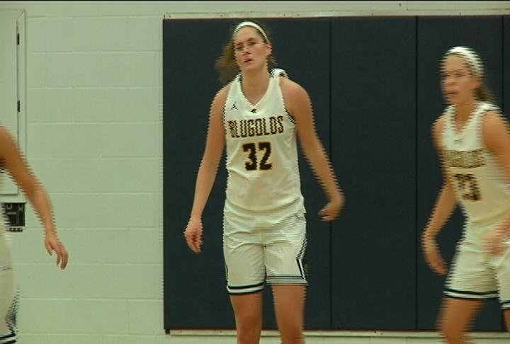 Anna Graaskamp scores 18 points as the Blugolds win their 5th straight