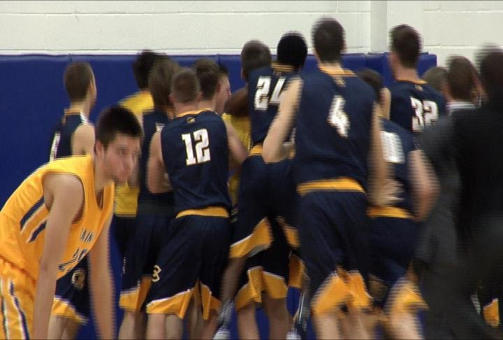 UWEC celebrates a last-second win at St. Scholastica
