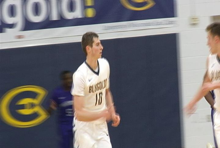 Chris Duff leads UWEC with 21 points