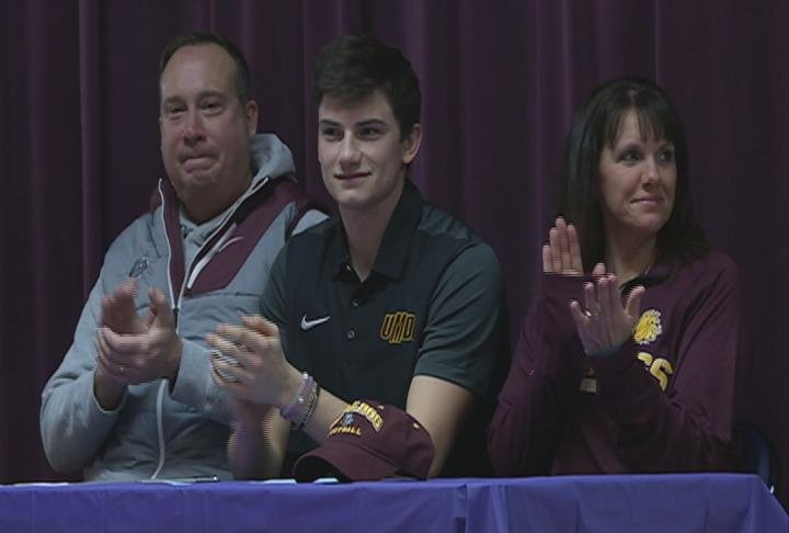 Memorial quarterback Keagan Calchera commits to Minnesota Duluth