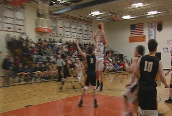 Bradley Saraurer puts in 20 to lead Bloomer to 17-0