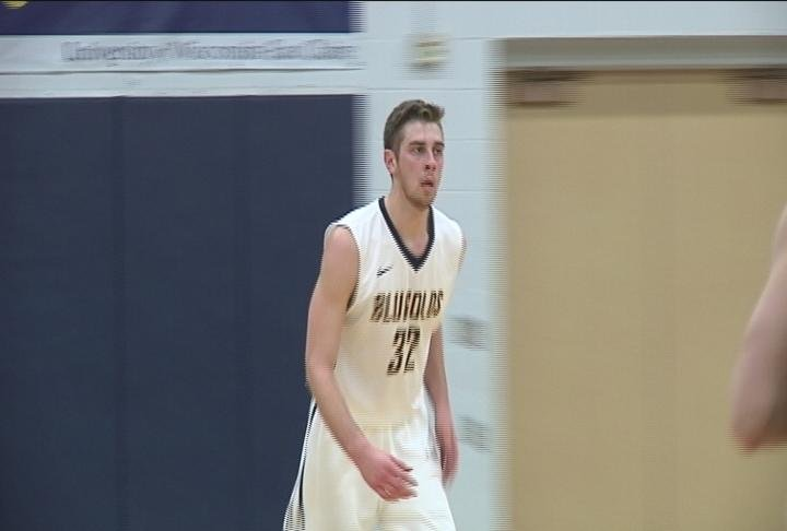 The Blugolds fall to the Pioneers