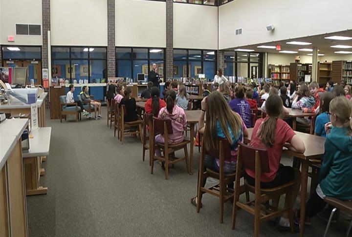 DeLong students listen to Jordan Hagedorn