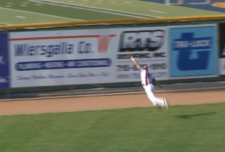 Nick Addison makes a diving catch in the 1st inning