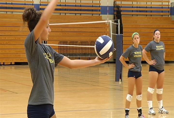 UWEC tied for 1st place in WIAC volleyball last season