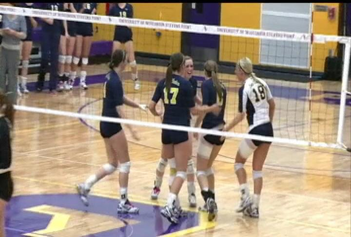 UWEC volleyball wins the WIAC conference tournament
