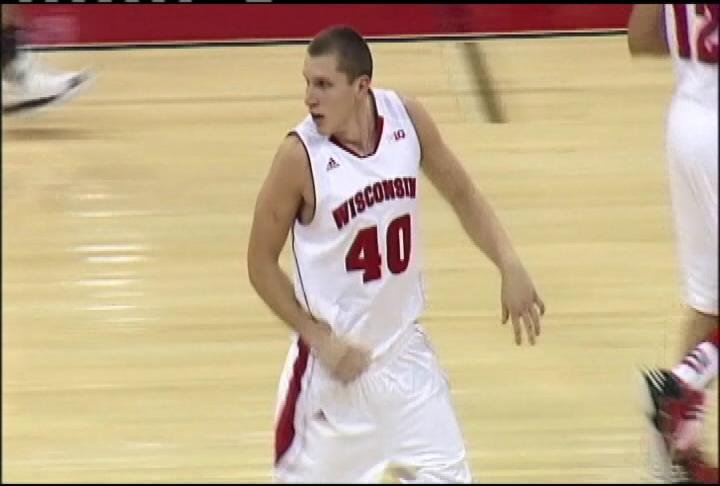 Jared Berggren leads Wisconsin with 16 points