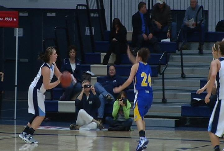 Sami Schoeder leads the Blue Devils to a win