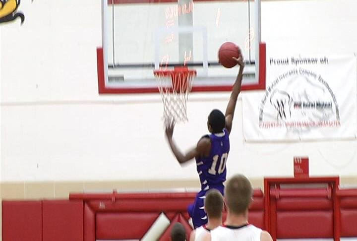 EC Memorial's Daminiquis Ford throws one down in a win at Chippewa Falls