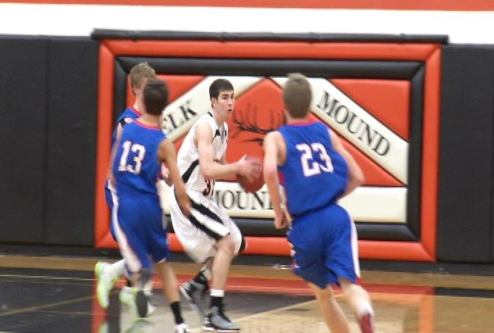 Elk Mound remains unbeaten as the Mounders defeat Mondovi