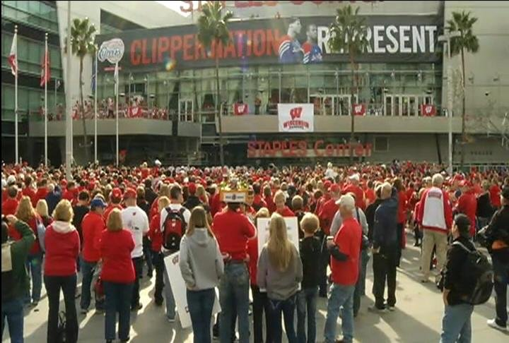 Wisconsin fans swarm the Staples Center in L.A. for UW's pep rally