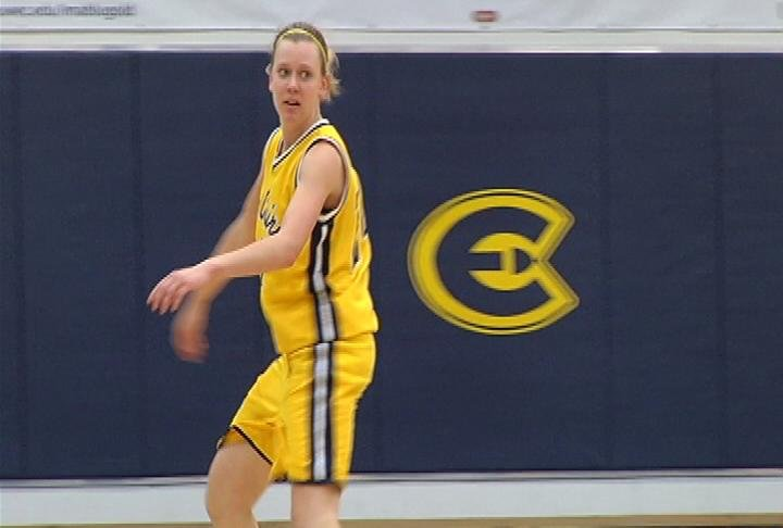 UWEC's Sarah Bingea leads all scorers with 22 points as the Blugolds beat UW-Oshkosh