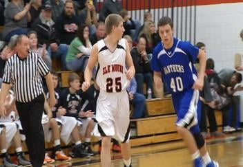Elk Mound maintains its spot atop the DSC standings with a win over St. Croix Central