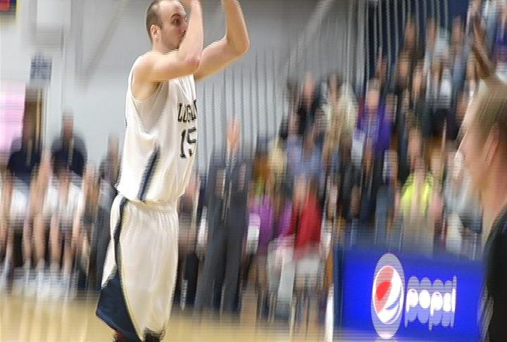 Nick Craggs scores 17 points for UWEC