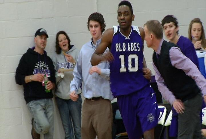 Daminiquis Ford leads EC Memorial with 19 points as the Old Abes beat EC North