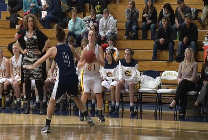 Teenie Lichtfuss leads UWEC w/ 27 points in a win over UW-Stout