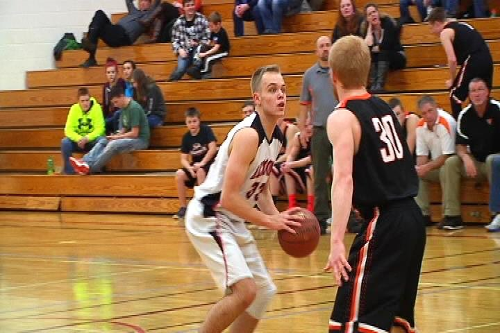 Altoone gets a last-second Max Bawden bucket to beat Osseo-Fairchild