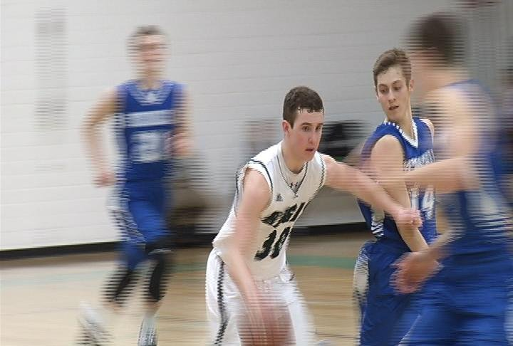 Logan Rohrscheib of Regis has 27 points in a win over McDonell