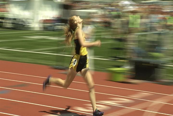 Cadott's Elizabeth Kyes wins the 400M dash