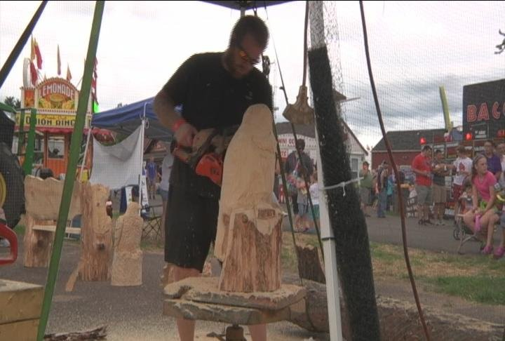 Chainsaw carving draws crowds at northern wisconsin state