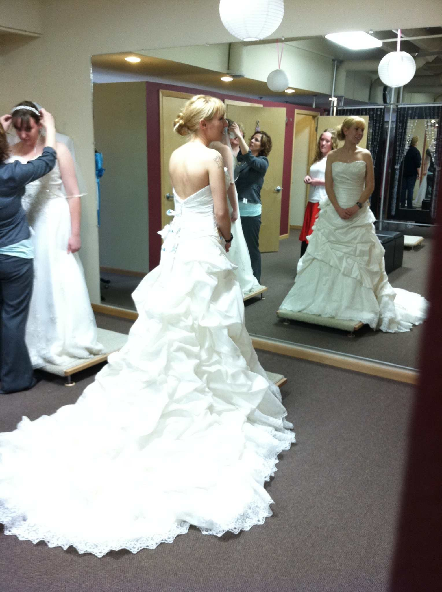 Military brides thanked with free wedding gowns wqow tv for Free wedding dresses for military brides