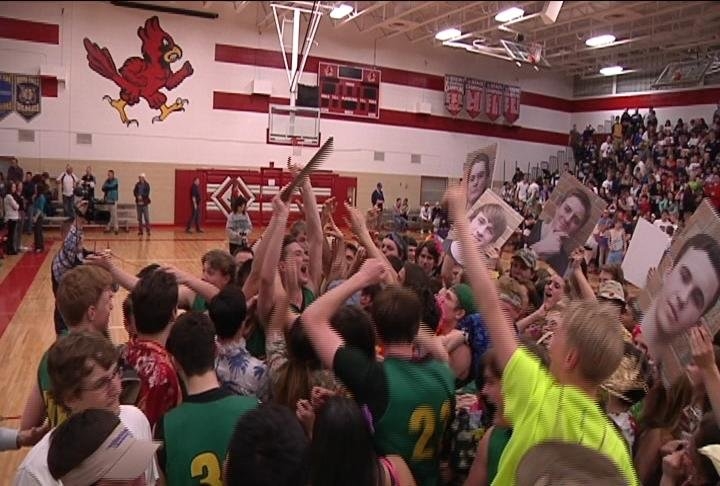 Wiaa state boys basketball tournament tips off thursday for Champion motors waterloo iowa